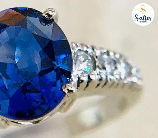 Blue sapphire and Diamonds in white Gold Tapering band