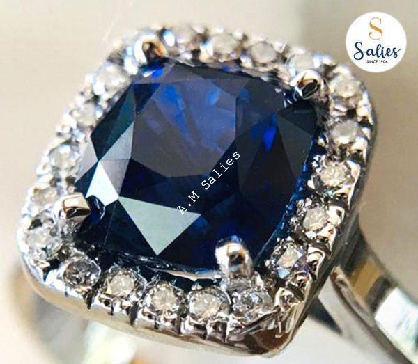 14 karat White gold ring with a Blue Sapphire and Diamonds