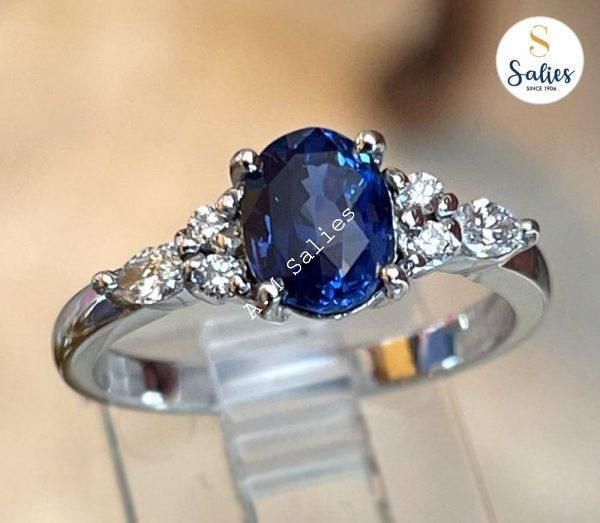 14k White gold ring with natural unhated Ceylon blue sapphire and diamonds